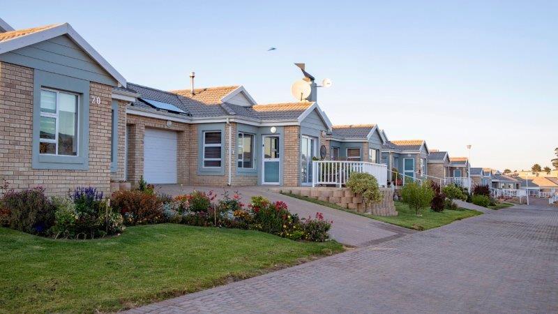 R1 2019 HIG Groenkloof Retirement Woods Houses Exterior Semi-detached 1